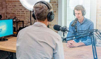 13 formas gratuitas de mejorar tu habilidad de escucha en línea