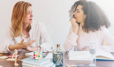 """17 Formas de Responder Além do """"Uh-huh"""" em uma Conversa em Inglês"""