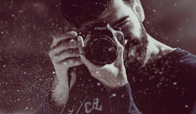 """사진 촬영을 부탁할 때 사용하는 유용한 표현들! """"Could you take a photo _________?"""""""