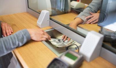 【用英文怎麼說】「我轉帳給你」、「我去ATM領一點錢」超實用的銀行相關英文大解密!