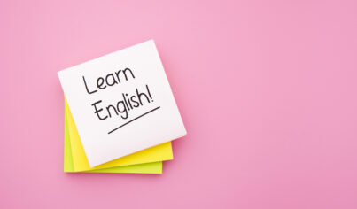 【主題單字】說中要害、姑且相信、咬緊牙關英文怎麼說?教你15個常用英文片語