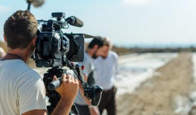 【影視英文】旁白、攝影記者、劇情長片英文怎麼說?紀錄片相關單字大補帖